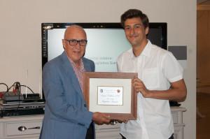 Marco Maccheroni a Sx premia Guglielmo Giannini